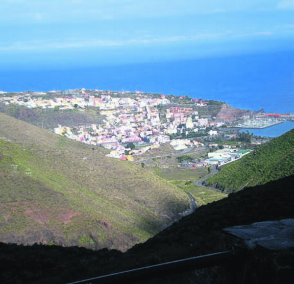 Zunächst wird die Mülldeponie in der Gemeinde San Sebastián bereinigt, danach folgen weitere in Punta Sardina, Agulo und Arure