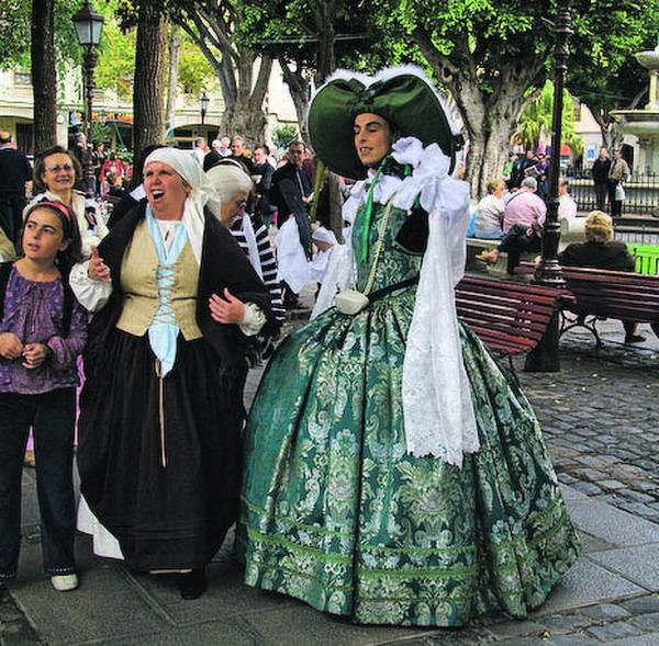 Die Besucher wurden auf eine nette und witzige Weise in das Gespräch der beiden Damen aus dem 18.Jahrhundert eingebunden