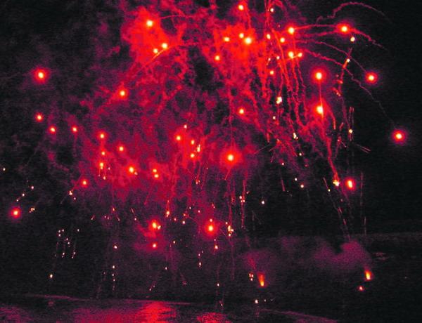 Mit Knall- und Leuchteffekten wird auch auf den Kanaren, das neue Jahr begrüßt.