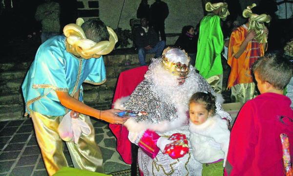 Auch in Vilaflor freuten sich nicht nur die Kleinen über die Ankunft der Heiligen Drei Könige...