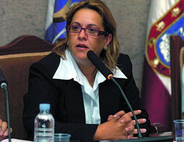 Die Bürgermeisterin von Granadilla, Carmen Nieves Gaspar Rivero, setzt sich für die Entwicklungshilfe ein