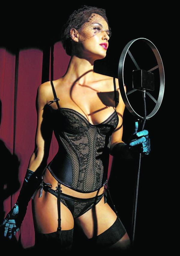 Elegantes Schwarz und Spitze sorgen für Aufsehen, vor allem, wenn die Dessous so aufwendig verarbeitet sind.