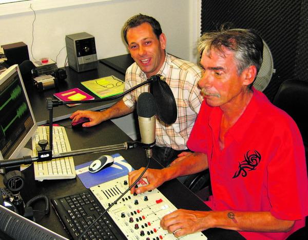 Morningman Heinzelmann und Nachrichten- und Sportredakteur Eddie Meyer (v. r.)