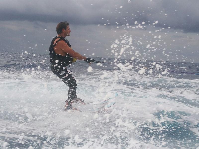 Archivfoto vom letzten Jahr. Wind, hoher Wellengang und schlechtes Wetter erschwerten es, von Mallorca nach Ibiza zu gelangen. Aber er hat es geschafft.  Auch dieses Mal folgen ihm seine Fans mit Spannung.