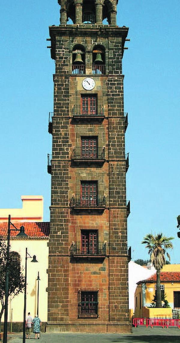 Die Kirche aus dem 15. Jahrhundert und ihr Turm gehören zu den ältesten Wahrzeichen der Stadt.