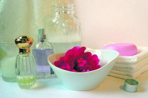 Bade- und Seifenzusätze werden heute vielfach mit kostbaren natürlichen Ingredienzen angeboten