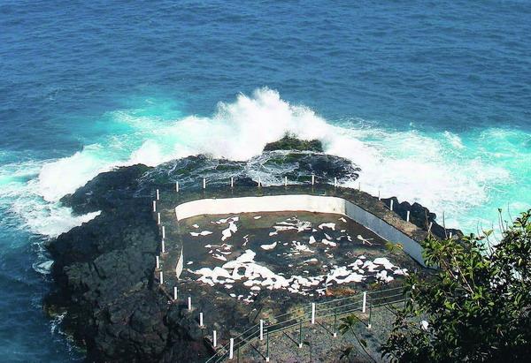 Zwischen bizarren Felsen erwartet den Besucher ein naturnahes Badeerlebnis