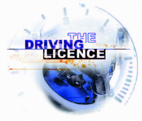 There is no obligation whatsoever to exchange or inscribe a EU driving licence