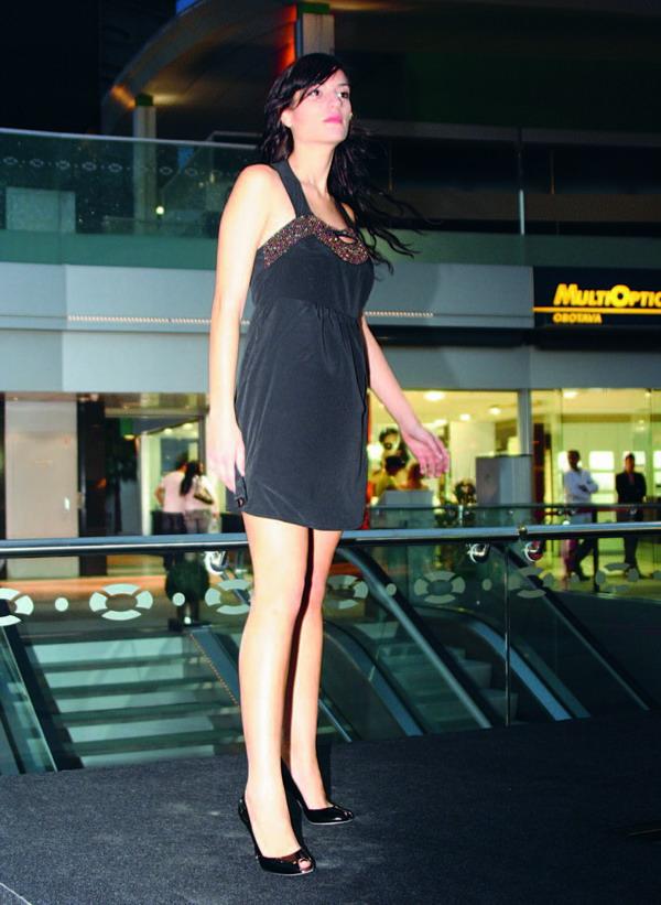 Mit einer Modenschau im Plaza del Duque hat Denim Connection seine Frühjahrsmode vorgestellt.