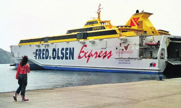 Zu Ostern bietet Fred Olsen mehr Fährabfahrten vom und zum Hafen von Los Cristianos