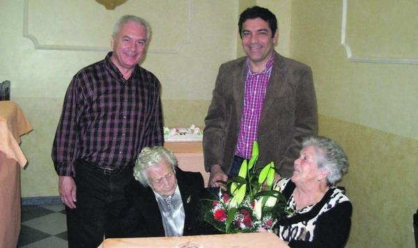 Das Geburtstagskind (links) wurde von den Repräsentanten der Gemeinde Candelaria beglückwünscht