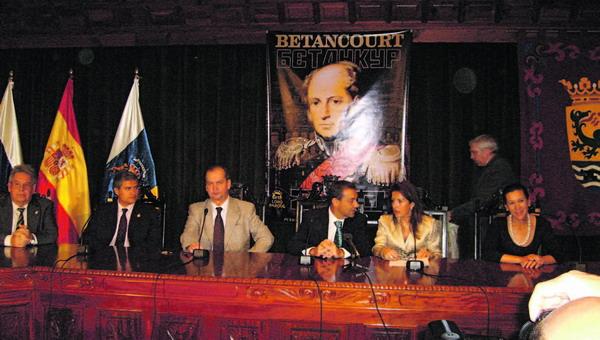 Feierlich wurde der erste Teil des offiziellen Anlasses im Sitzungssaal des Rathauses begangen.