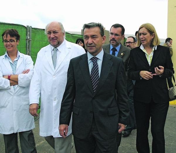 Paulino Rivero und Mercedes Roldós bei ihrem Besuch im Zentralhospital von Fuertevetura