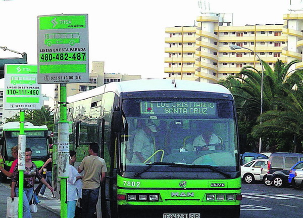 Die Linien 110 und 111 von Los Cristianos nach Santa Cruz werden zukünftig weniger ausländische Tagesausflügler transportieren.