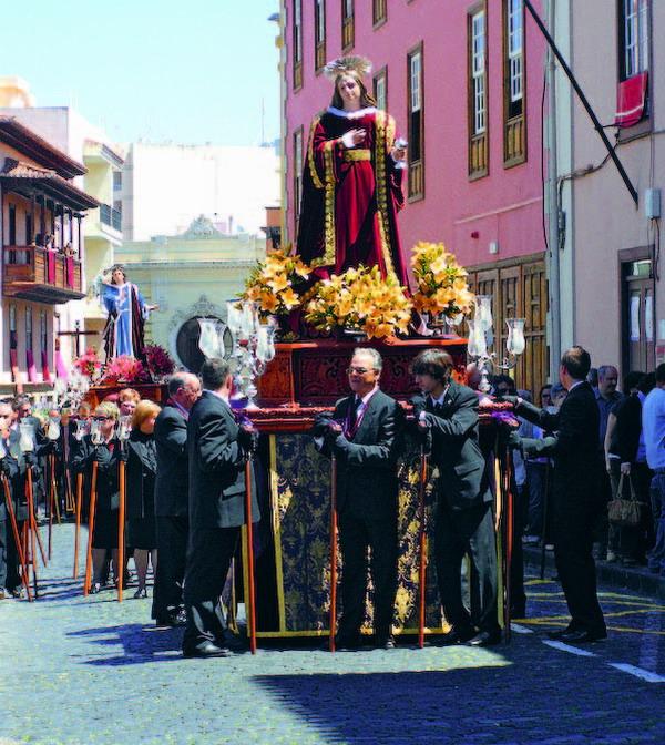 Feierliche Prozessionen prägen die Osterfestivitäten