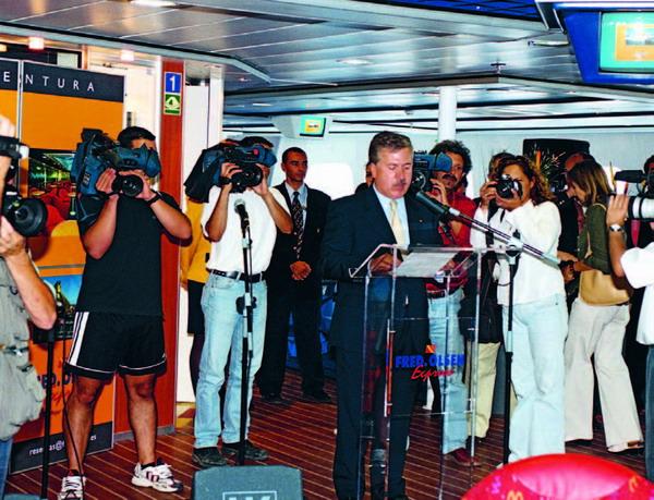 Einweihung der ersten Schnellfähre, dem Bocayna Express. Diese Boote sorgen nicht nur für eine schnelle Verbindung, sondern geben das Gefühl auf einer Minikreuzfahrt zu sein.