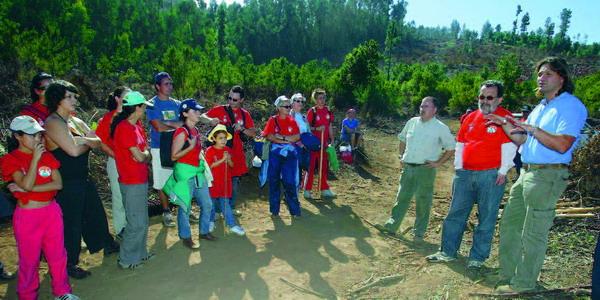 Die freiwilligen Helfer der Bürgerplattform bei der Wiederaufforstung der Berge von La Esperanza in 2007