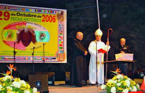 Teneriffas Erzbischof weihte das Projekt bei der Grundsteinlegung im Oktober 2006 persönlich.