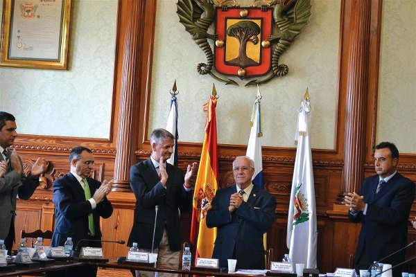 Ende Oktober 2013 dankte Bürgermeister Isaac Valencia nach 30 Jahren im Bürgermeisteramt ab und trat zurück.