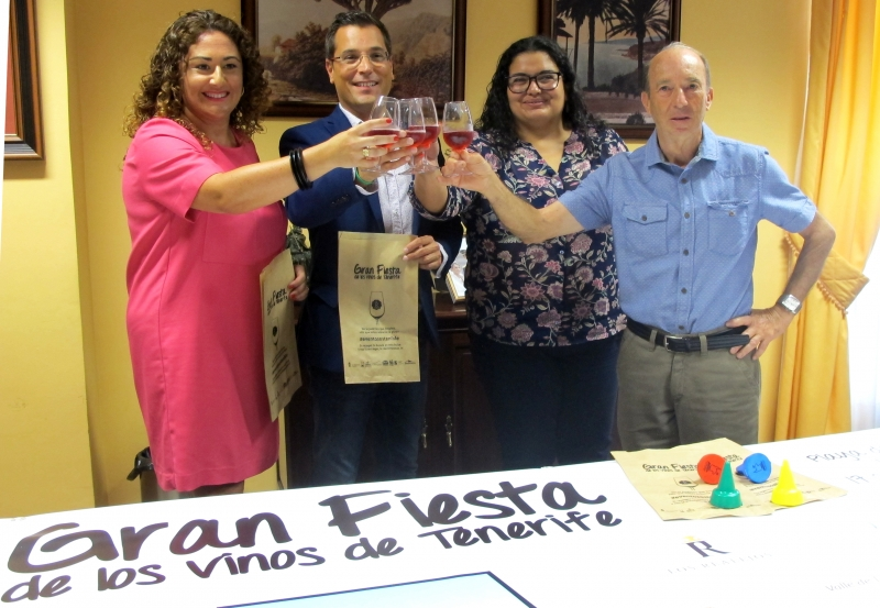 Vorstellung der Fiesta del Vino, die direkt am Strand gefeiert wird.