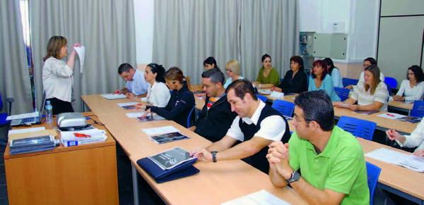 Einige der insgesamt 240 Kursteilnehmer, die von der Hotelkette Sol Melía für das neue Luxushotel Palacio Isora ausgebildet wurden