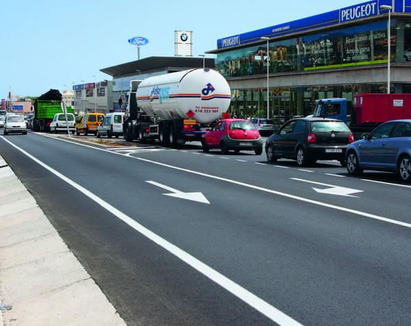Täglicher Stau vor dem Kreisverkehr in Las Chafiras – ein Horror für Autofahrer und ansässige Geschäfte