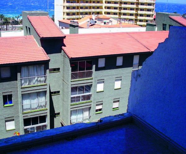 Die Glasverkleidungen der Balkone am Edificio Anatolia in Puerto de la Cruz wurden von der Wucht der Böen aus den Verankerungen gerissen