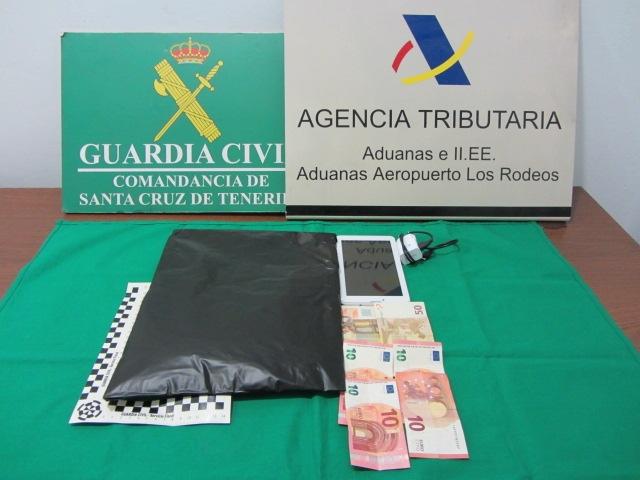 Bargeld und Kokain wurden beschlagnahmt.