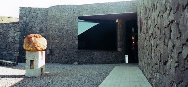 """Vulkanologisches Besucherzentrum in Fuencaliente: Schautafeln und ein Dokumentarfilm informieren über den Vulkanismus und den Ausbruch des Vulkans """"Teneguía"""" im Jahr 1971."""