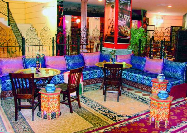 orientalische k stlichkeiten im paris marrakech restaurants. Black Bedroom Furniture Sets. Home Design Ideas