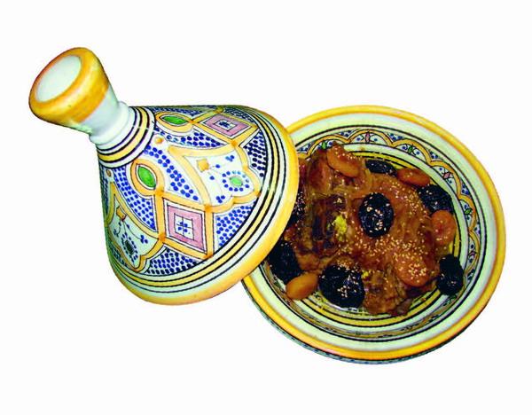 Couscous Tefya mit Lamm, Rosinen, Kichererbsen, Mandeln und karamellisierten Zwiebeln