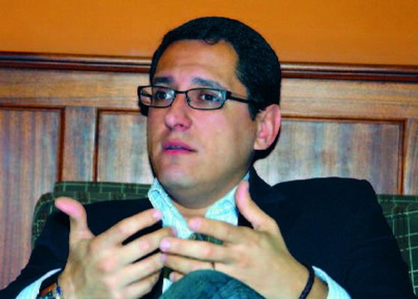 Vizebürgermeister Ángel Llanos zeigte sich stolz über den hohen Technologiesierungsgrad der Haushalte in Santa Cruz