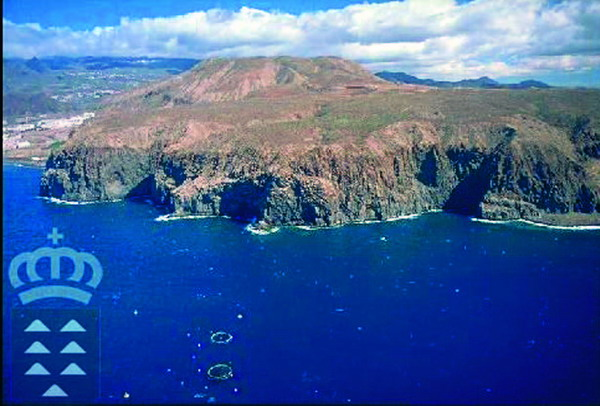 Blick vom Meer auf das Naturschutzgebiet Montaña de Guaza