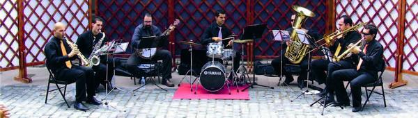 Die Tom Sawyer Dixieland-Jazzband bringt am Sonntagmittag Rhythmus nach Buenavista del Norte
