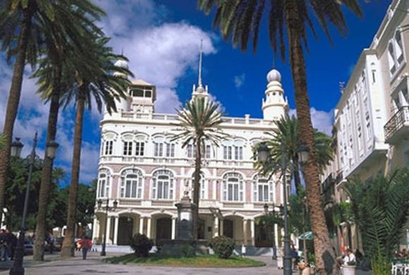 Das Literarische Kabinett, ein neoklassisches Gebäude aus dem 19. Jahrhundert, ist ein beliebter Schauplatz auf Gran Canaria.