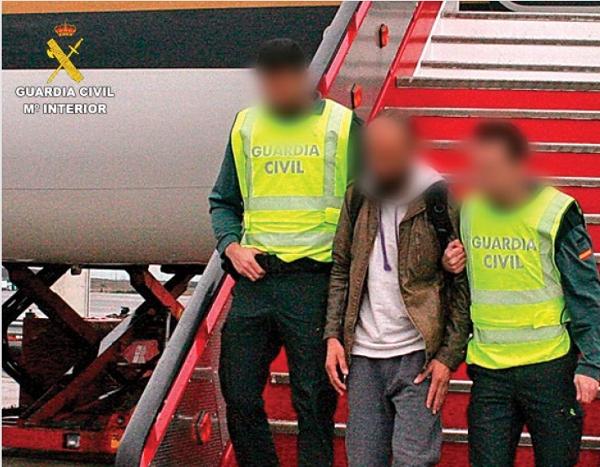 Am Flughafen von Madrid scheiterte der Palästinenser auf dem Weg in den IS-Krieg an der spanischen Front. Vor dem Abflug wurde er festgenommen.