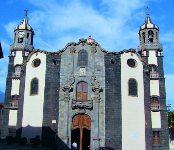 Das imposante Eingangsportal zum wichtigsten Gotteshaus La Orotavas