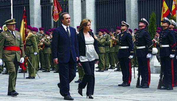 """Ministerin Chacón steht """"ihren Mann"""" und ist bereits eine Woche nach Regierungsbildung nach Afghanistan und vor kurzem in den Libanon gereist"""