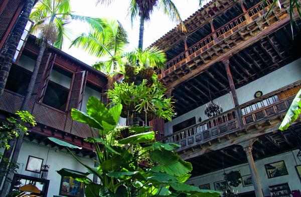 Das alte Herrschaftshaus gilt als eines der schönsten noch erhaltenen Häuser im historischen Baustil, das Einblick in den Alltag vergangener Zeiten bietet.