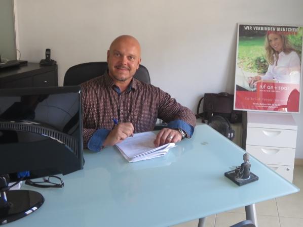 Büroleiter Andreas Bork berät Telefonkunden und Vertriebsleiter von Puerto de la Cruz aus jederzeit gerne.
