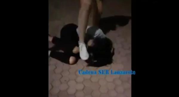 Das Opfer konnte nichts tun, als sich zusammenzurollen und den Kopf mit den Armen zu schützen.