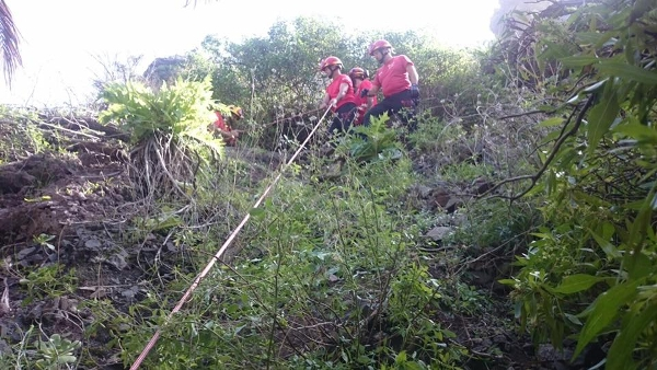 Immer wieder müssen Feuerwehrleute und Polizisten zu Rettungsaktionen im Barranco Masca ausrücken. (hier ein Archivfoto)