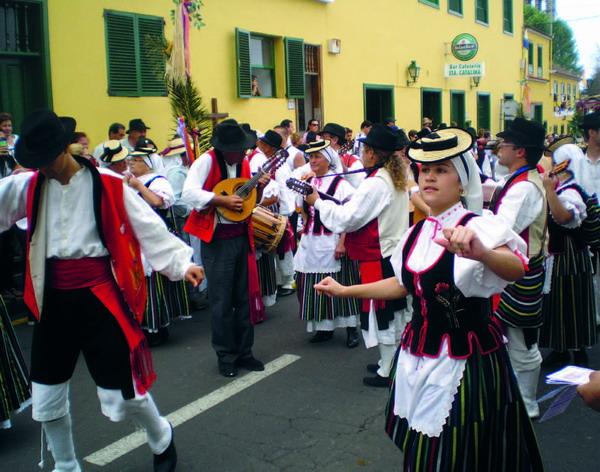Folklore zu Fuß und zu Wagen bestimmen die Romeria-Tradition