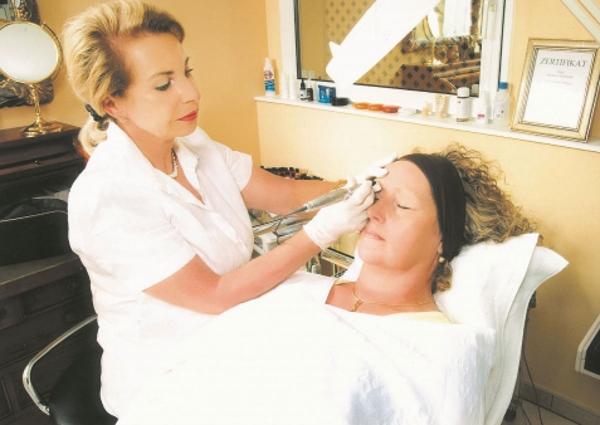 Seit 30 Jahren arbeitet Barbara Schneider auf ihrem Gebiet. Aus Erfahrung weiß sie: Permanent-Make-up ist Vertrauenssache.