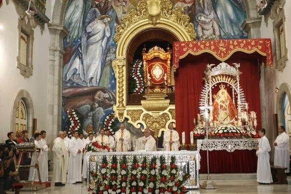 Die Virgen de Candelaria ist die zentrale Marienfigur in der Basilika von Candelaria.