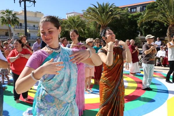 Menschen aus fast 130 verschiedenen Nationalitäten schaffen es, in El Fraile friedlich und gut zusammenzuleben.