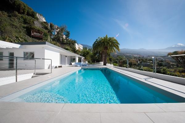 Dank der Betreuung durch Tenerife Verde ist der Pool bei der Landung perfekt auf den ersten Sprung ins kühle Nass vorbereitet.