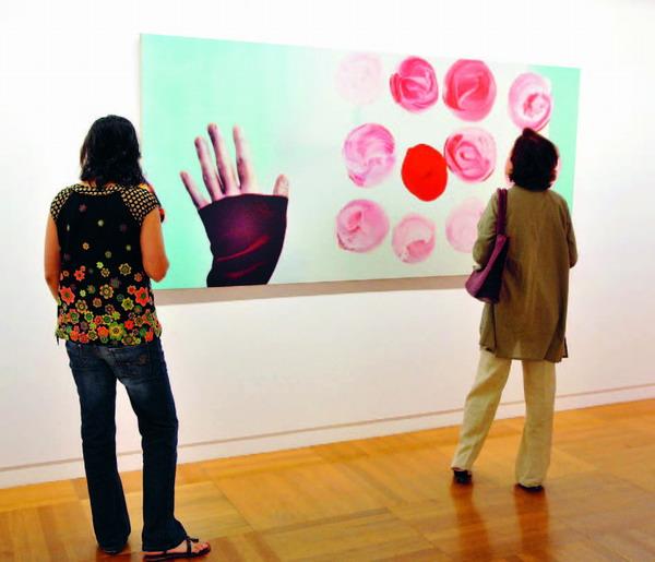 Bilder, Skulpturen und Fotografien – die Ausstellung deckt ein breites Spektrum weiblicher Kreativität ab
