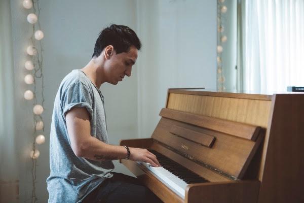 Heimspiel – Nauzet stellt sein Talent dem heimischen Publikum vor.