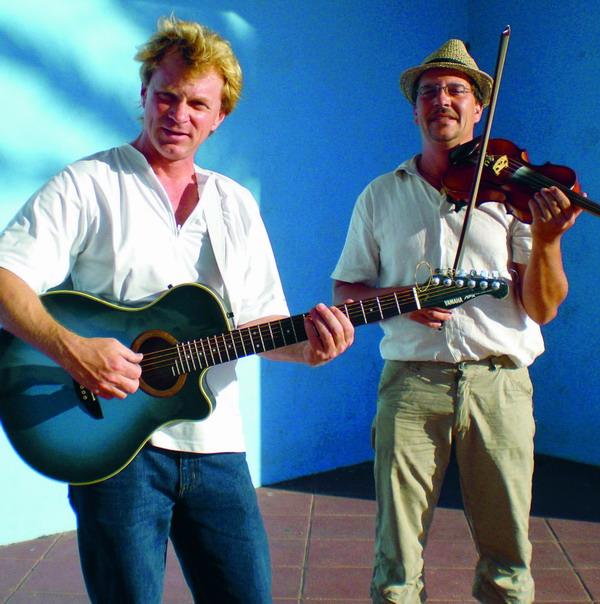 Thomas Glück (rechts im Bild) und sein Kollege Klaus beim Proben